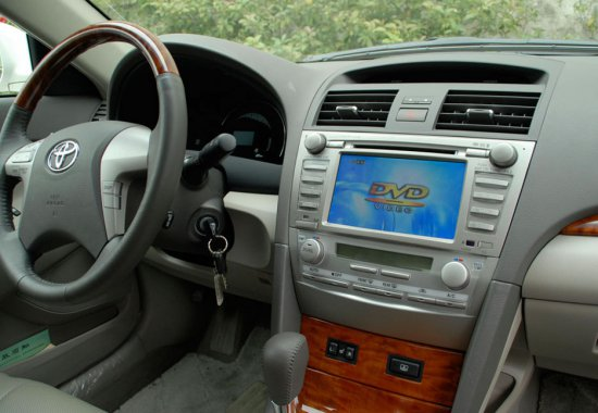 телевизор в автомобиле в приборной панеле