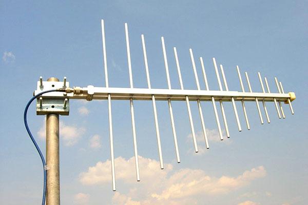 Широкополосная антенна